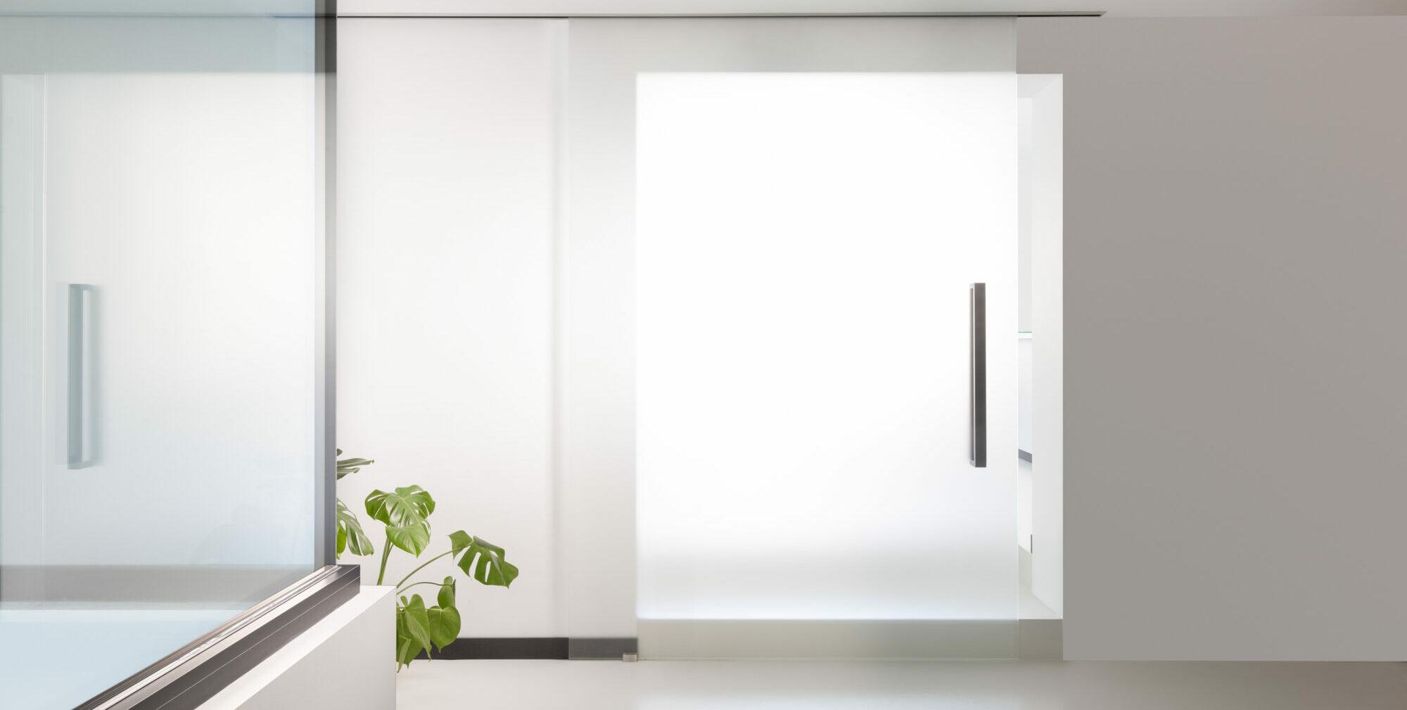 Glazen deuren: met scharnieren